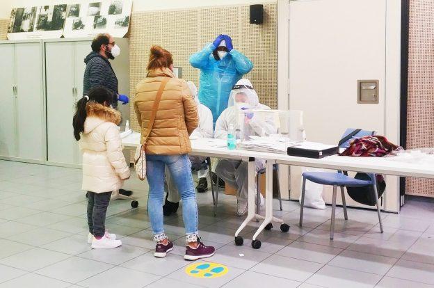 14-F a l'Hospitalet: Cues al matí, i poca participació i EPIS a la tarda