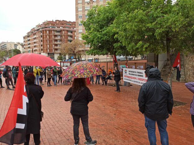 1 de maig a l'Hospitalet: pluja, cercavila, parlaments i actuació musical sorpresa a la Torrassa