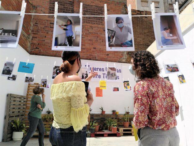 Exposició 'Cuidar amb Dignitat': fotogrames de realitat de les treballadores de la llar i les cures