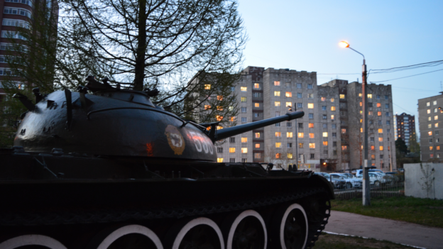 Tanques por la Avenida Europa