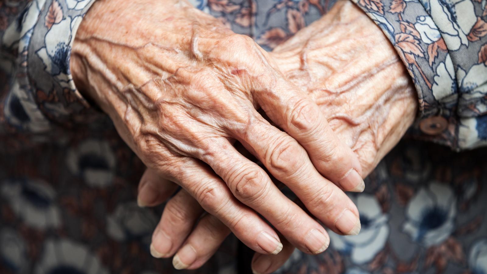 Viure en soledat a l'Hospitalet: dona i major de 75 anys