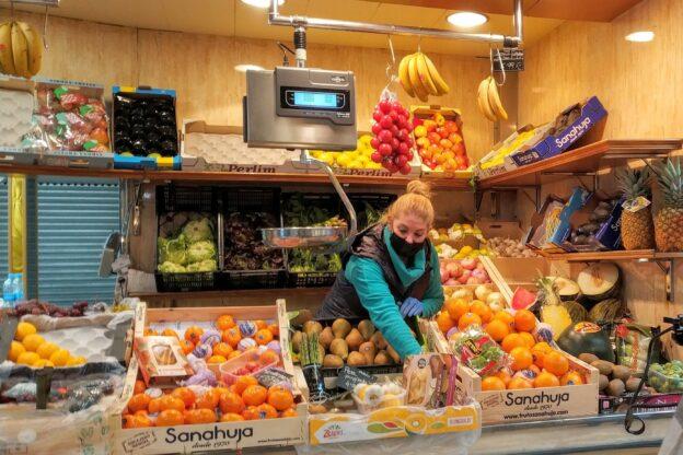Es busquen botiguers i botigueres pels mercats municipals de l'Hospitalet
